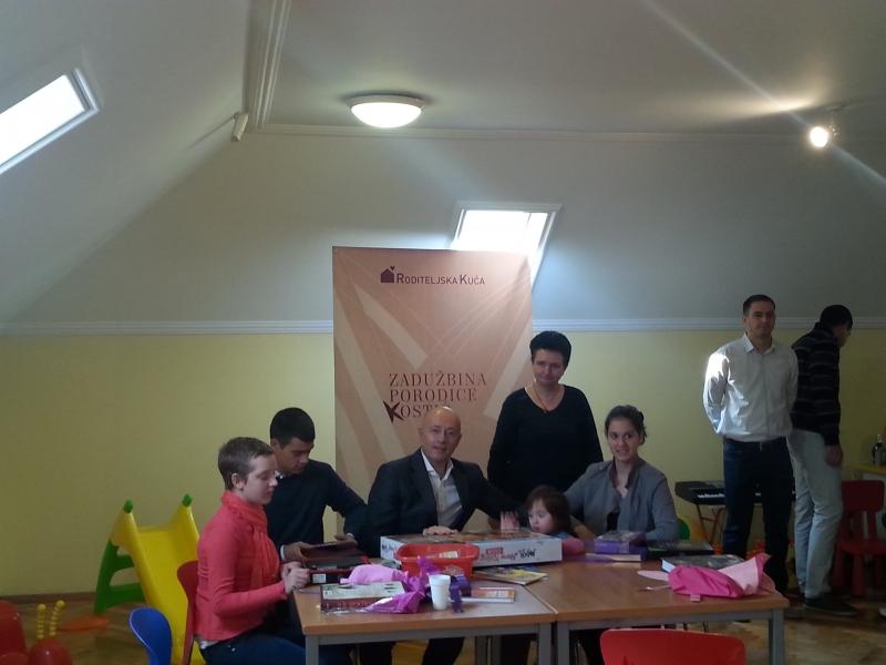 Miodrag Kostić posetio  prve porodice u Roditeljskoj kući