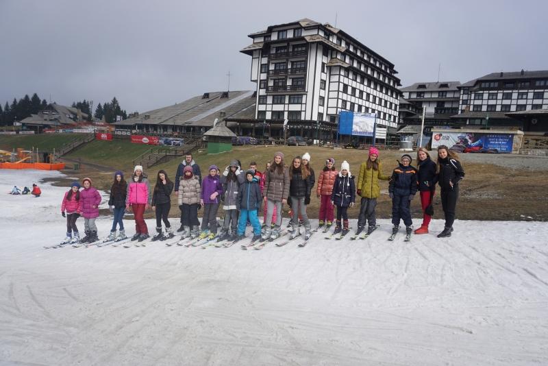 MK Group osmi put organizovala zimovanje za decu sa KiM