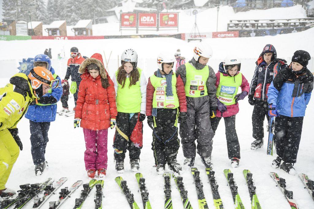 MK Group deveti put zaredom obezbedila besplatno zimovanje za decu sa KiM