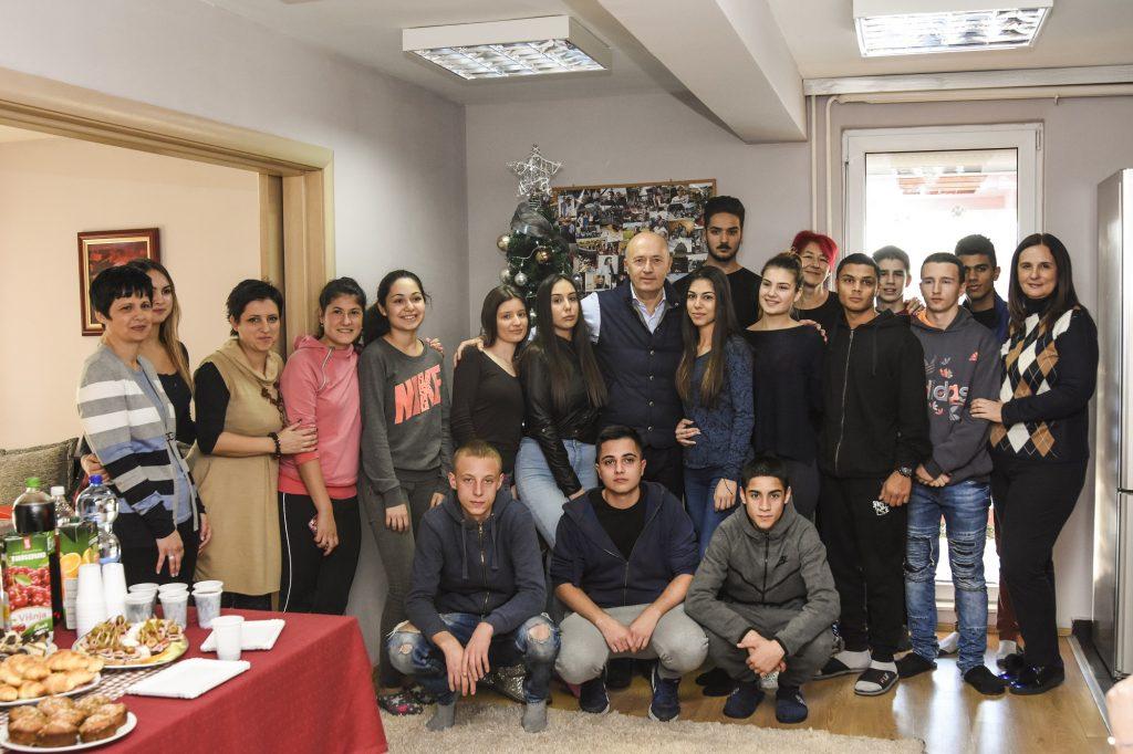 Miodrag Kostić obradovao štićenike SOS Dečijeg sela u Kraljevu