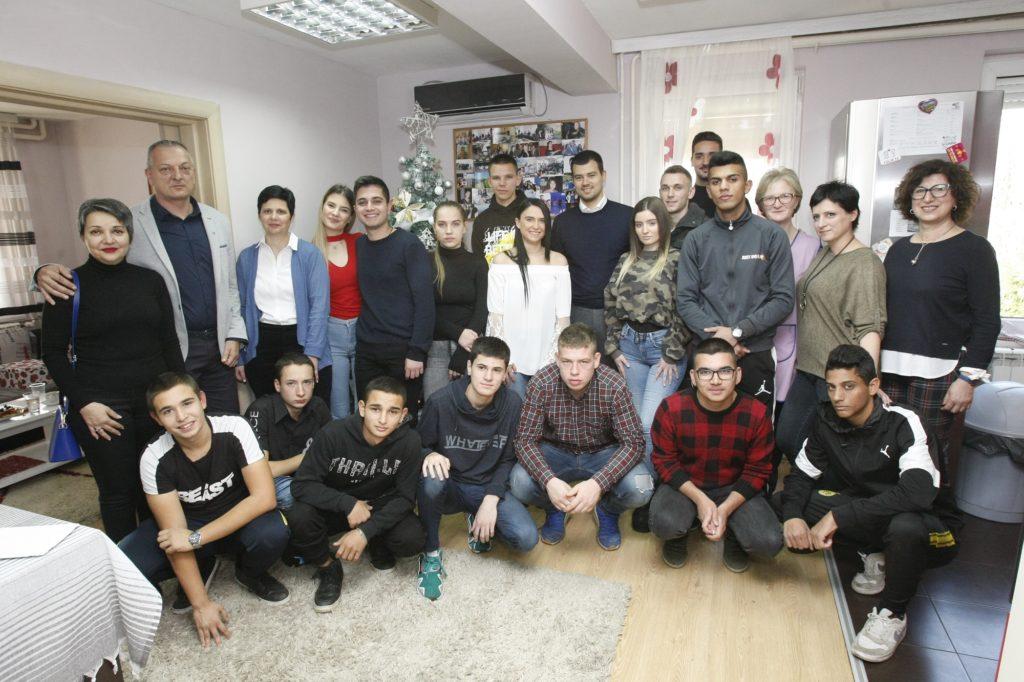 MK Group tradicionalno obezbedila novogodišnje poklone za štićenike SOS Dečijeg sela